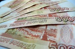 По подсчетам Росстата, средняя зарплата российских чиновников поднялась до 100 тысяч рублей