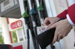 Литр бензина в РФ в 2015 году подорожает на 3 рубля