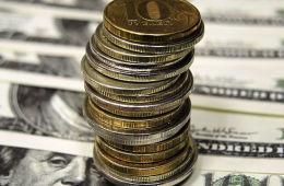 Доллар подешевел на бирже до 53 рублей, евро опустился ниже 65