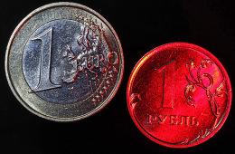 WSJ: Мировые банки сворачивают операции с рублем