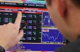 Рынок акций и рубль мало изменятся в начале дня в ожидании решения ЦБ