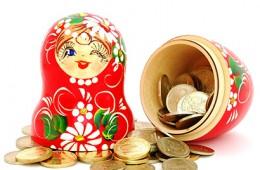 Эксперты советуют не переводить рублевые сбережения в валюту