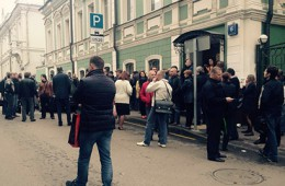 В «Адмиралтейском» идет выемка документов, центральный офис штурмуют клиенты