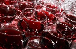 Кубанское вино сливается