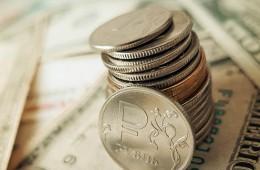 Рубль укрепляется на открытии биржевых торгов