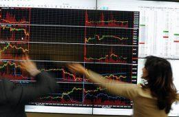 Российский рынок акций открылся падением индексов
