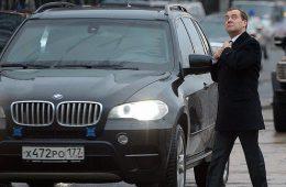 Медведев придумал способ увеличить спрос на российские автомобили