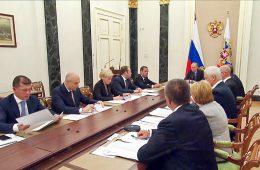 Путин поручил заложить в бюджет средства на индексацию пенсий в 2017-м по фактической инфляции