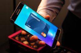 Сбербанк запускает сервис Samsung Pay