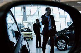 Автомобили подорожают из-за дешевого рубля