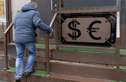 ФРС испытает рубль на прочность