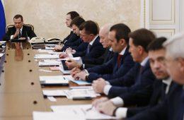 Медведев призвал менять практику субсидирования регионов