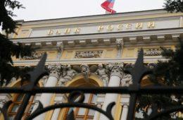 Бывший вице-президент кредитовавшего Ле Пен банка не признал вину в растрате