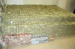 Две компании застраховали перевозку наличных Почты России на 5,8 трлн рублей
