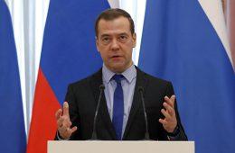 Медведев примет участие в заседании фракции ЕР о развитии промышленности