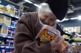 Роспотребнадзор предупредил о вредоносности более половины продуктов в магазинах