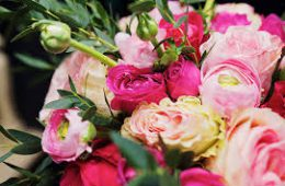 Подарки из свежих цветов с доставкой по Киеву