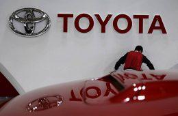Прибыль Toyota упала впервые за пять лет