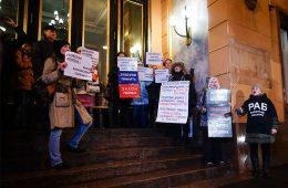 Валютные ипотечные заемщики объявили голодовку в Совкомбанке