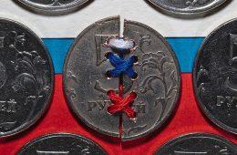 Рублю пророчат дальнейшее падение