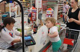 Россияне стали тратить меньше денег на еду
