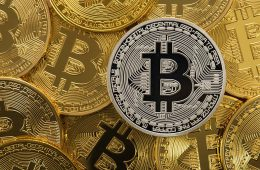Курс биткоина снижается на фоне запланированного изменения протокола