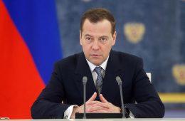 Медведев подверг сомнению возможность повышения НДФЛ до 15%