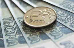 Россиянам рекомендовали отказаться от вложений в любую валюту