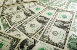 Курс доллара изменит стоимость новогоднего стола