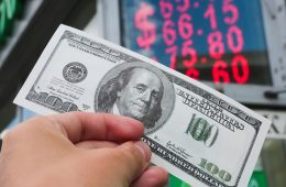 Эксперт оценил прогноз Минфина по курсу рубля: не стоит верить