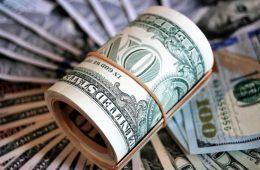 Россию признали лидером по отказу от доллара
