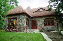 Отделка фасадов домов камнем