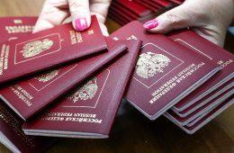 РФ ответит на возможные санкции за выдачу паспортов жителям Донбасса