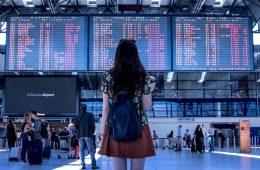 Роспотребнадзор напомнил пассажирам задержанных рейсов об их правах
