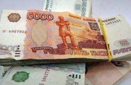 Рублю предсказали новую волну ослабления к доллару