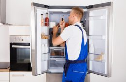 Что делать, если внутри холодильника вода