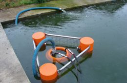 Назначение порогового нефтесборщика для сборки нефти на поверхности моря