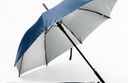 Зонт с логотипом: без него в рекламной линейке не обойтись