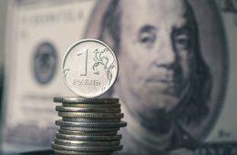 Рубль укрепил позиции по итогам основной валютной сессии