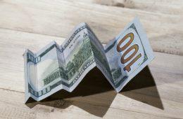 Насколько критичен для россиян взлет курса евро выше 100 рублей