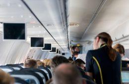 Бывшая стюардесса раскрыла правду о зарплатах бортпроводников и пилотов