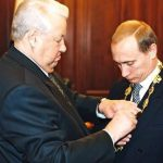 Политолог рассказал, почему Ельцин передал власть именно Путину