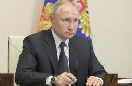Аналитик назвал валюту, на которую лучше менять рубли
