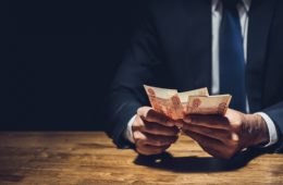 Экономист назвал число потенциальных банкротов: цифра испугала