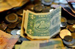 Санкционная политика США обернулась против доллара