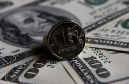 Аналитик объяснил падение рубля на фоне заявлений Байдена о России