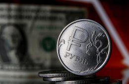 Аналитик предсказал ослабление рубля во второй половине года