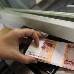 «Эксперт РА»: россияне продолжают забирать деньги из банков