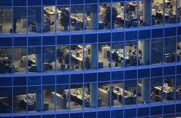 В Британии сотрудникам на удаленке сокращают доходы