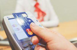 Экономисты назвали признаки хороших кредитных карт